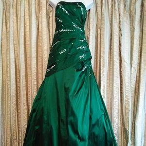 Mori Lee Madeline Gardner Emerald Green Strapless